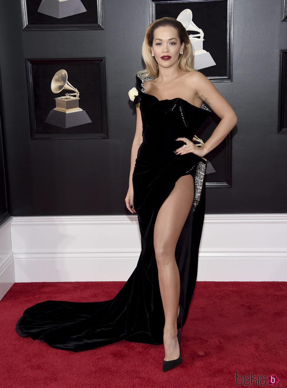 Rita Ora en la alfombra roja de los Premios Grammy 2018