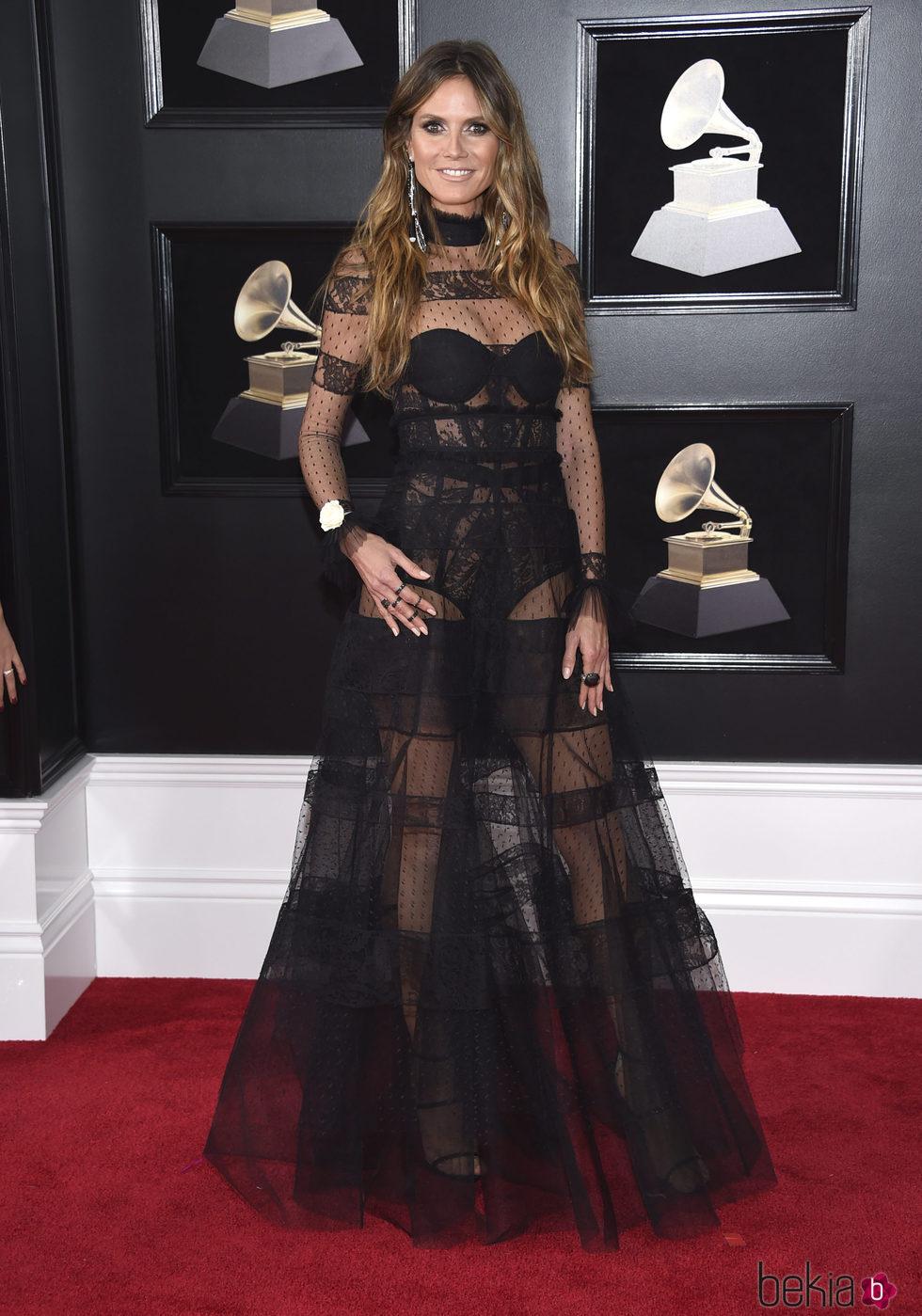 Heidi Klum en la alfombra roja de los Premios Grammy 2018