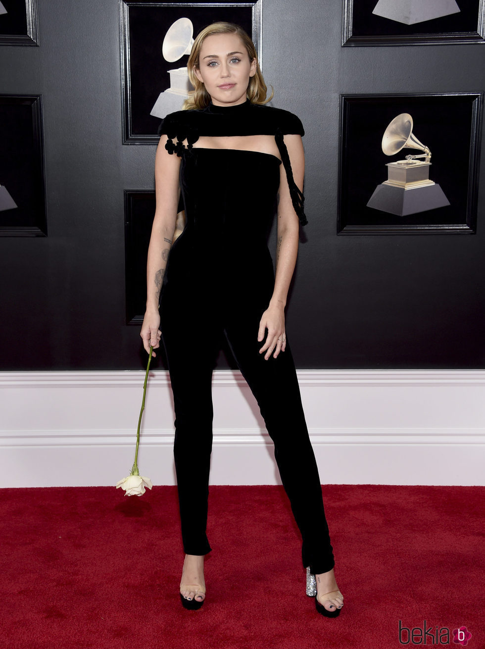 Miley Cyrus en la alfombra roja de los Premios Grammy 2018