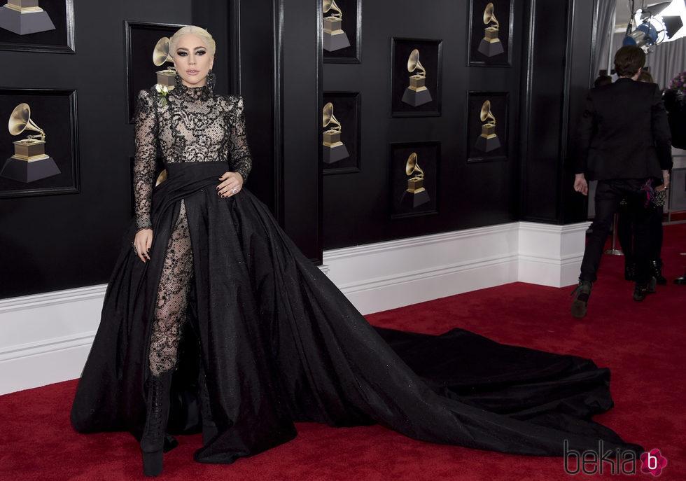 Lady Gaga en la alfombra roja de los Premios Grammy 2018