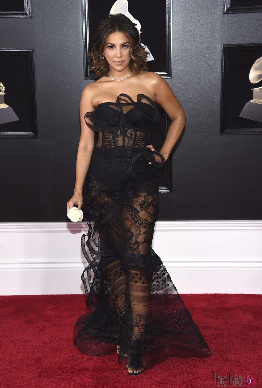 Liz Hernandez en la alfombra roja de los Premios Grammy 2018
