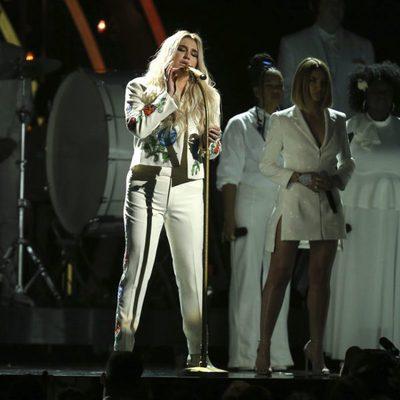 Kesha durante su actuación en los Premios Grammy 2018