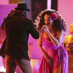 Bryson Tiller y Rihanna durante su actuación en los Premios Grammy 2018