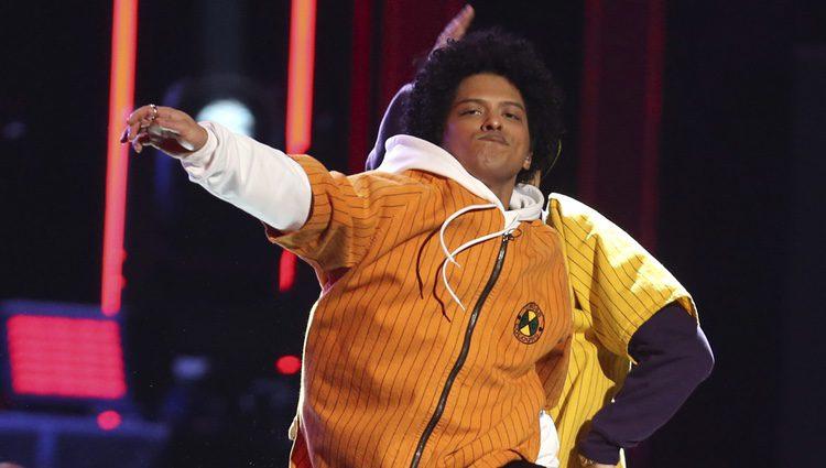 Bruno Mars durante su actuación en los Premios Grammy 2018