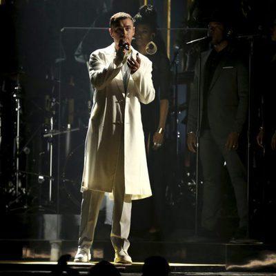 Sam Smith durante su actuación en los Premios Grammy 2018