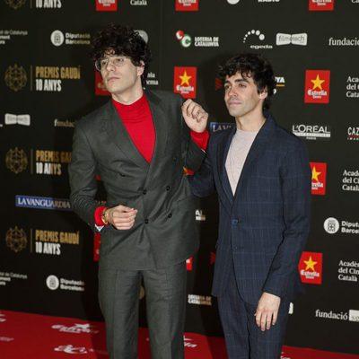 Javier Calvo y Javier Ambrossi en la alfombra roja de los Premios Gaudí 2018