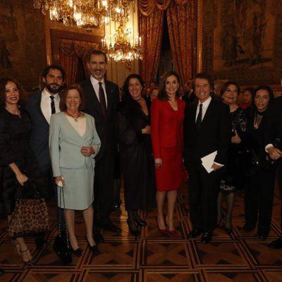 Los Reyes Felipe y Letizia con Pablo Alborán, Raphael, Natalia Figueroa y Miguel Poveda