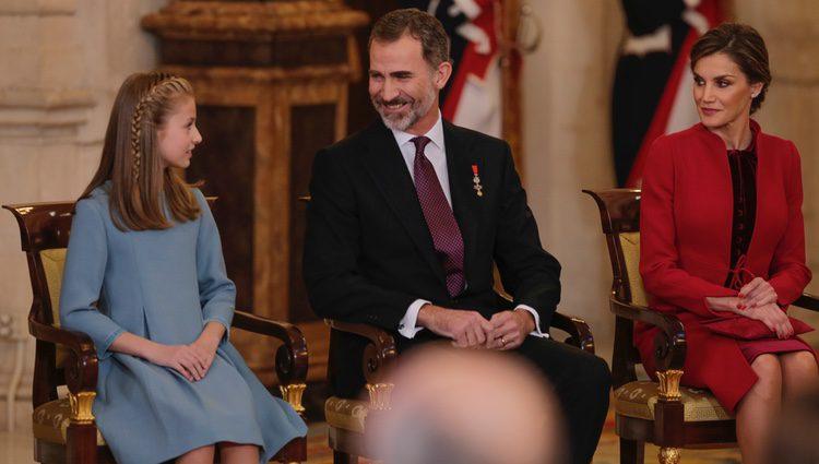 Los Reyes Felipe y Letizia con la Princesa Leonor en la entrega del Toisón de Oro