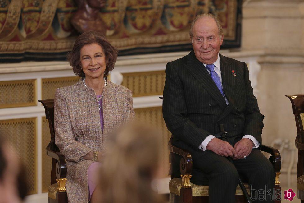 Los Reyes Juan Carlos y Sofía en la entrega del Toisón de Oro a la Princesa Leonor