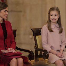 La Reina Letizia y la Infanta Sofía en la entrega del Toisón de Oro a la Princesa Leonor