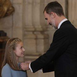 El Rey Felipe impone a la Princesa Leonor el Toisón de Oro