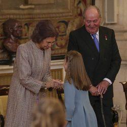 La Princesa Leonor con los Reyes Juan Carlos y Sofía tras recibir el Toisón de Oro