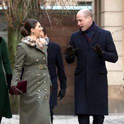 El Príncipe Guillermo de Inglaterra y la Princesa Victoria de Suecia charlando