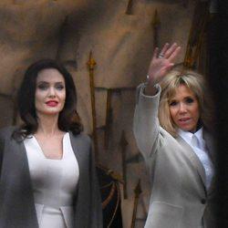 Angelina Jolie y Bigritte Macron charlando en París