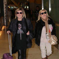 Terelu Campos y Carmen Borrego llegando al aropuerto para grabar 'Las Campos' en Argentina y Chile