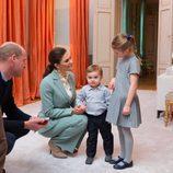 El Príncipe Guillermo con Victoria de Suecia y sus hijos Estela y Oscar en el Palacio de Haga