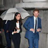 El Príncipe Harry y Meghan Markle llegando a los premios de la Endeavour Fund