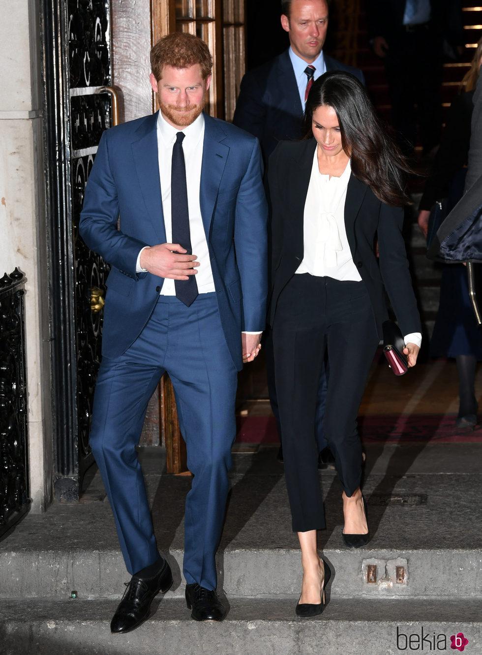 El Príncipe Harry y Meghan Markle, cogidos de la mano a la salida de Endeavour Fund
