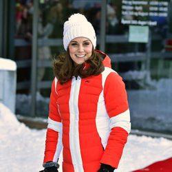 La Duquesa de Cambridge posa en una pista de esquí en su visita a Noruega