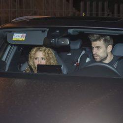 Shakira y Gerard Piqué llegando al lugar en el que han celebrado el cumpleaños