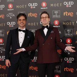 Ernesto Sevilla y Joaquín Reyes juntos en la alfombra roja de los Premios Goya 2018