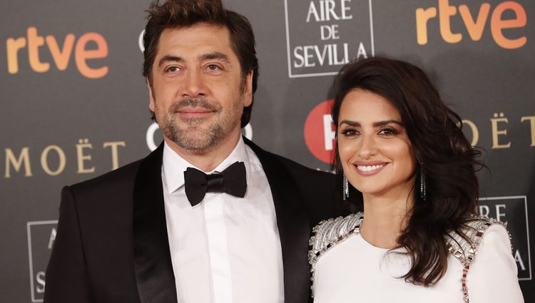 Penélope Cruz y Javier Bardem unidos en la alfombra roja de los Premios Goya 2018