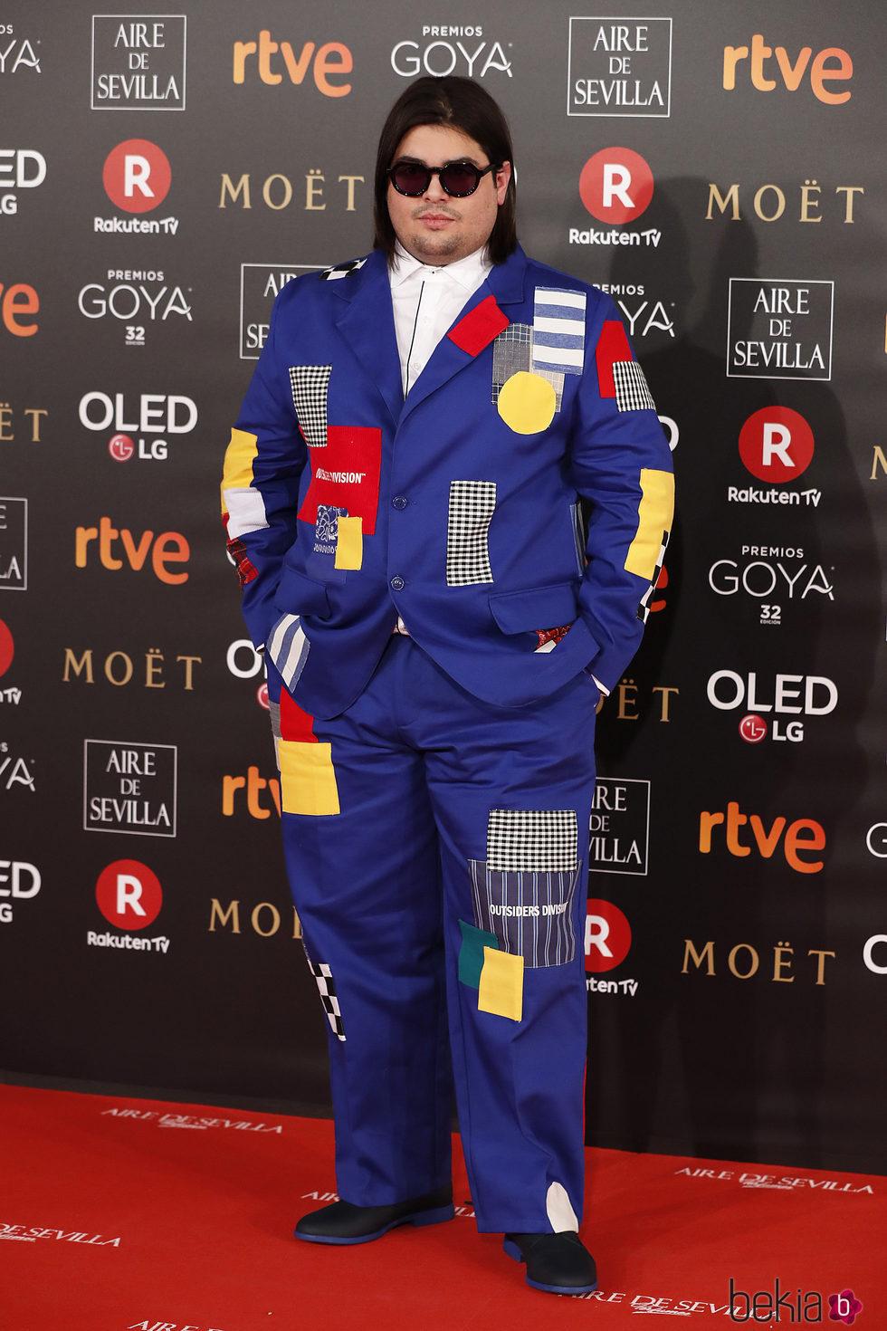 Brays Efe muy llamativo en la alfombra roja de los Premios Goya 2018