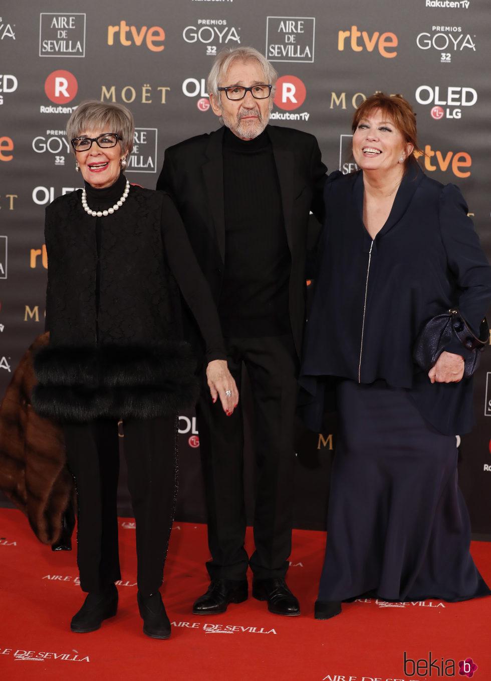 Concha Velasco, José Sacristán y Mercedes Sampietro en la alfombra roja de los Premios Goya 2018