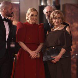 Manuela Carmena y Cristina Cifuentes en la alfombra roja de los Premios Goya 2018