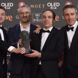 Gabriel Arias Salgado posando con su galardón en los Premios Goya 2018