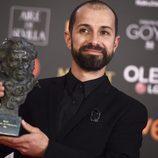 Javier Agirre Erauso posa con su galardón en los Premios Goya 2018