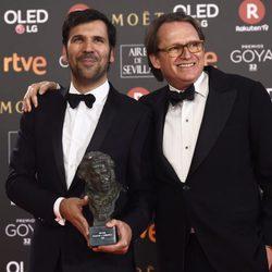 Ruben Ostlund posando con su galardón en los Premios Goya 2018