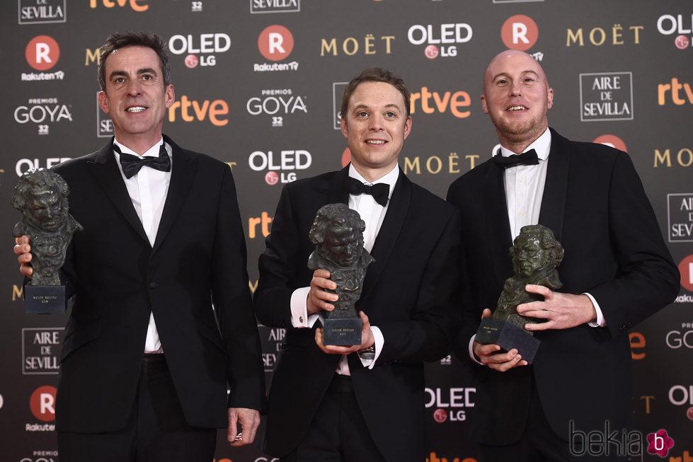 Aitor Berenguer, Gabriel Gutierrez y Nicolas de Poulpiquet posando en los Premios Goya 2018