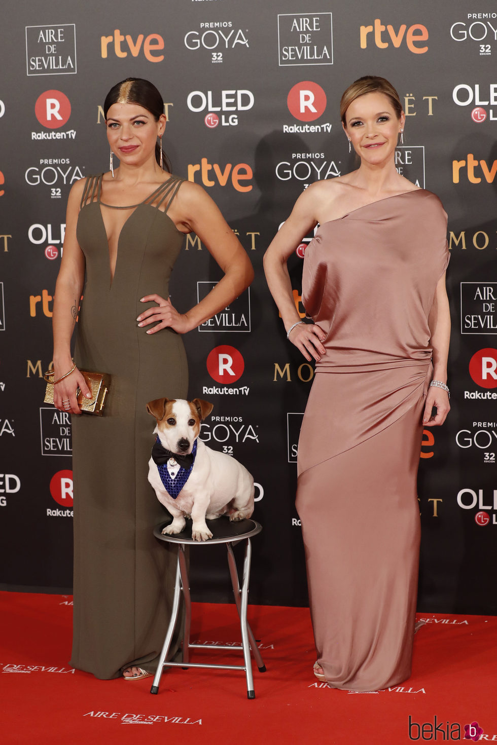 Thais Blume, María Esteve y Pancho en la alfombra roja de los Premios Goya 2018
