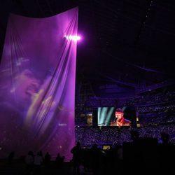 Justin Timberlake con el holograma de Prince en la Super Bowl 2018