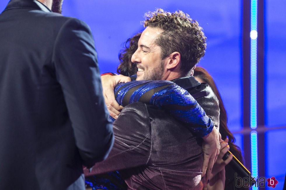 David Bisbal y Rosa López se abrazan en la gala final de 'OT 2017'