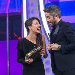 Ana Guerra recibe su premio de quinta finalista en 'OT 2017'