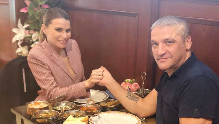 María Lapiedra y Gustavo González disfrutando de una romántica cena