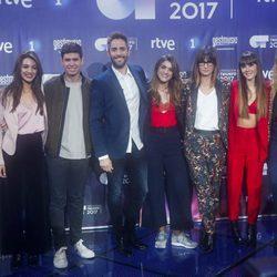 Los finalistas de 'OT 2017' junto a Roberto Leal y Noemí Galera en la rueda de prensa final