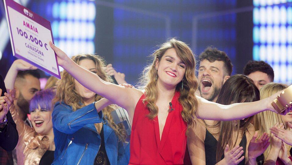 Amaia sonriente posando como ganadora de 'OT 2017'