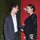 Evan Spiegel, muy cómplice con Miranda Kerr en el photocall de Jasper Johns
