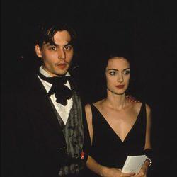 Johnny Depp y Winona Ryder durante un acto público cuando estuvieron juntos