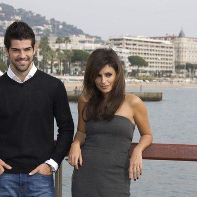 Miguel Ángel Muñoz y Mónica Cruz posando muy sonrientes en Cannes