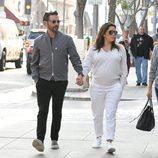 Eva y Longoria y su marido, Jose Baston, pasean por las calles de Beverly Hills
