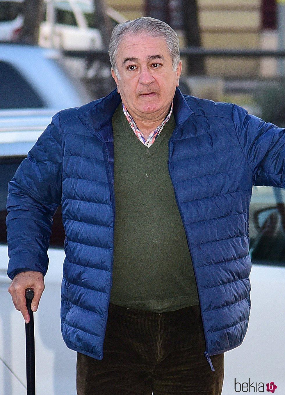 Bernardo Pantoja acudiendo al tanatorio para despedir a Manuela Pantoja