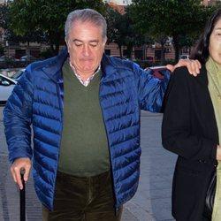 Bernardo Pantoja apoya a Chiquetete después de la muerte de su madre