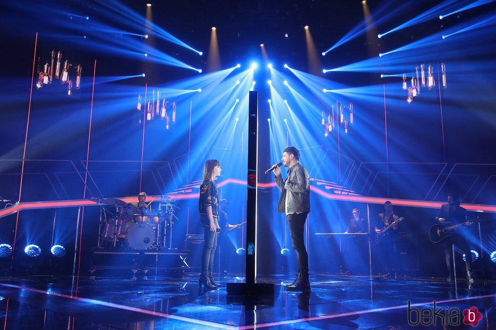 Aitana y Cepeda cantando 'No puedo vivir sin ti' en la fiesta final de 'OT 2017'