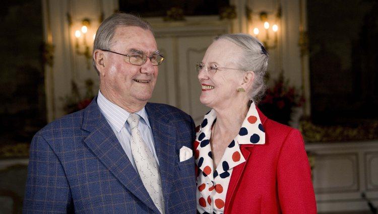 Margarita y Enrique de Dinamarca, sonrientes y enamorados