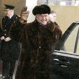 Enrique de Dinamarca, sonriente y abrigado bajo la nieve