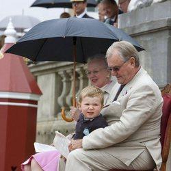 Enrique de Dinamarca con la Reina Margarita y el Príncipe Christian en su 75 cumpleaños